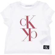 T-shirt calvin klein jeans fille. blanc. 4...