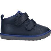 Sneakers camper garçon. bleu foncé. 22...