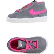 Sneakers nike fille. gris. 22.5 livraison...
